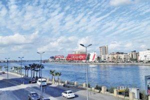 طقس مشمس الآن في محافظة دمياط مع رياح نشطة