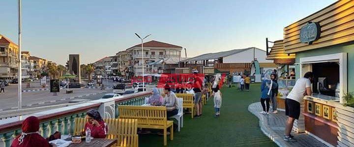 بالصورة مطاعم رأس البر خالية من المواطنين بعد قرار تخفيف الإجراءات الإحترازية