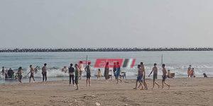 تجمع اهالي الشباب على الشواطئ بحثا عن الجثث