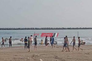 بالرغم من إغلاق الشواطئ غرق 3 أشخاص في مياه البحر برأس البر
