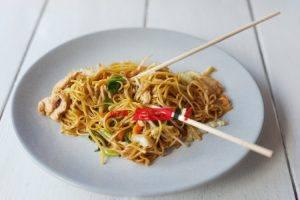 طريقة عمل مكرونة صينية مع الدجاج