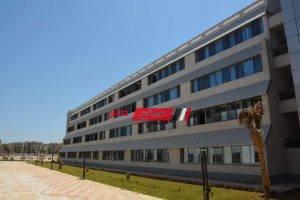 جامعة دمياط تتسلم 30 مدرج و 40 قاعة من المقاولون العرب