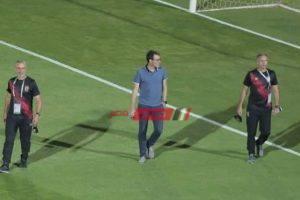 فايلر يستطلع أرضية ملعب الأهلي قبل مواجهة الانتاج الحربي