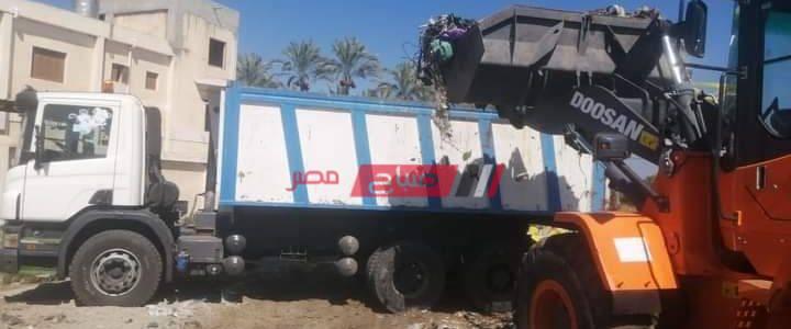 شن حملات لصيانة الاعمدة  وكشافات الانارة ورفع القمامة في دمياط