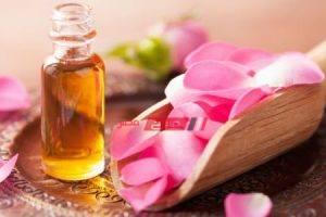 تعرفى على فوائد زيت الورد لعلاج بشرتك من الهالات السوداء