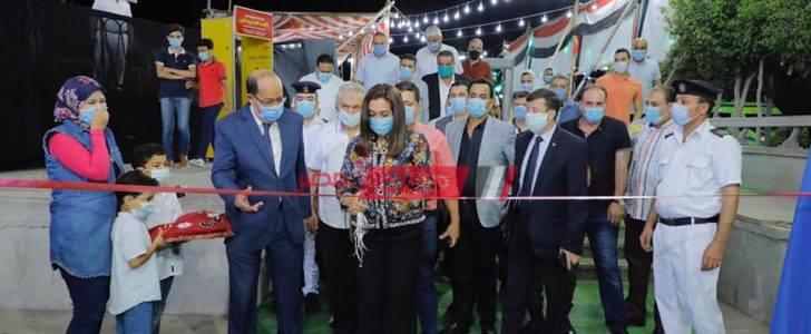 بتخفيضات كبيرة محافظ دمياط تفتتح معرض العودة للدراسة بمنطقة كورنيش النيل