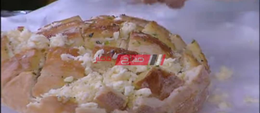 طريقة عمل عيش الزبدة بالأعشاب والجبنة الموزاريلا